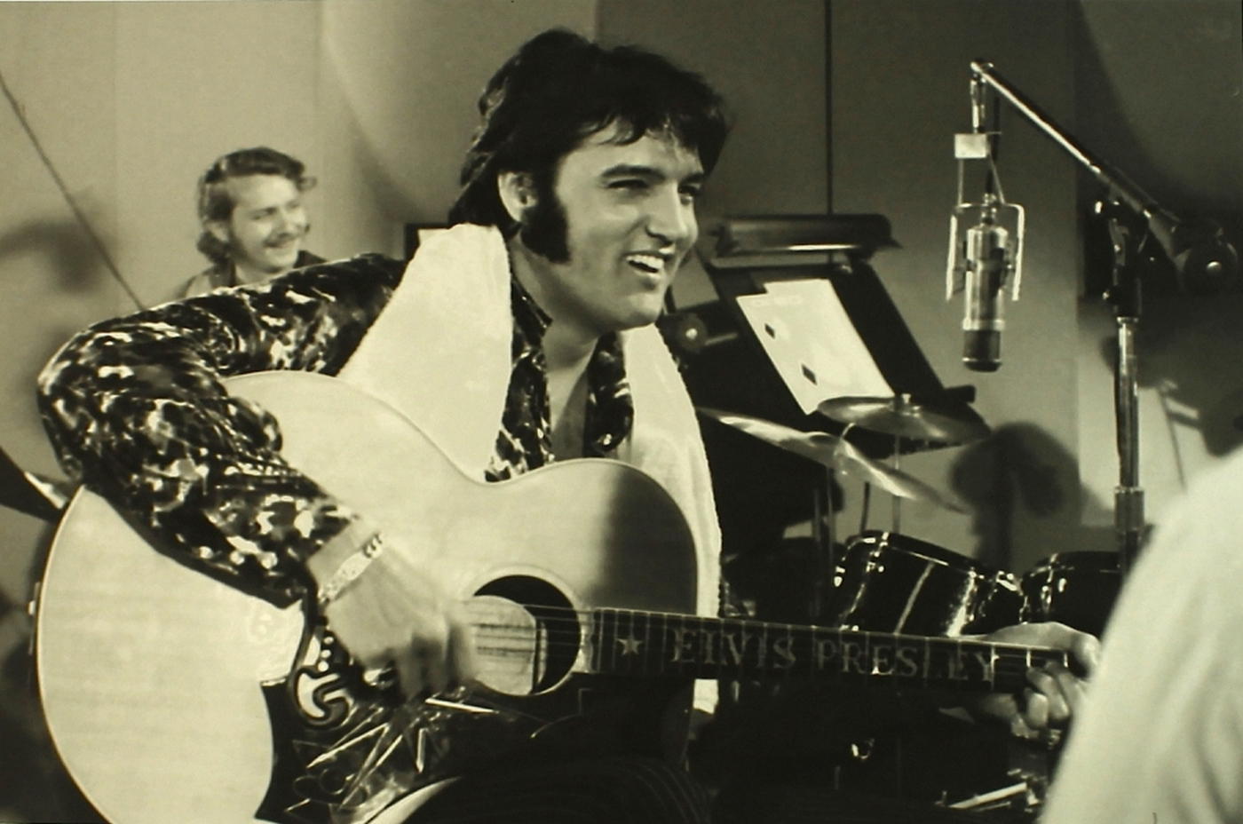 main_1-Hulton-Getty-Collection-That-s-The-Way-It-Is-Elvis-Presley-Limited-Edition-16x23-Giclee-from-Original-Negative-70-275-PristineAuction.com_